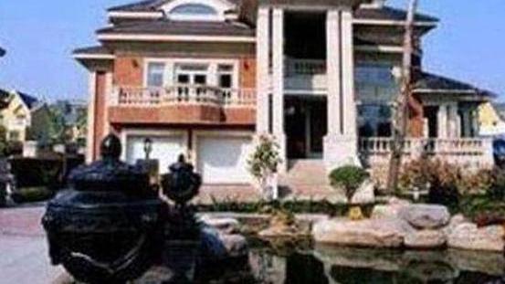 晒晒郭德纲住的豪宅,住着独栋的大楼房,在这里养老很合适