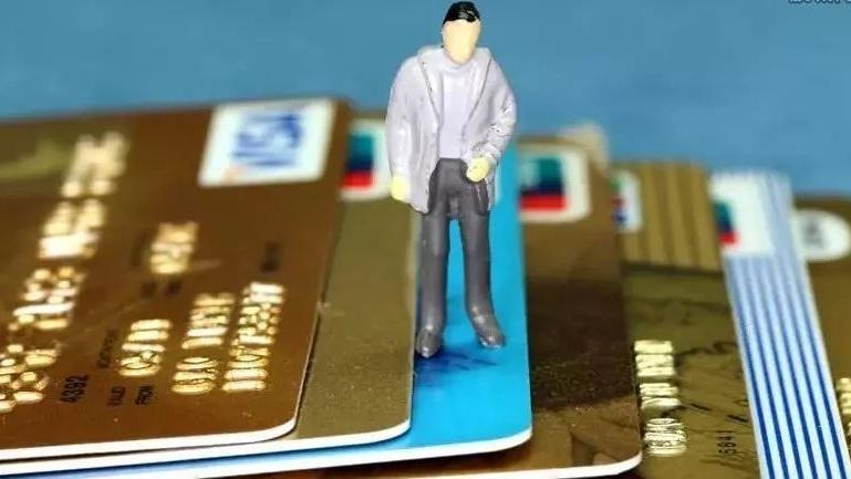 """信用卡政策有变,各银行出手了,""""卡奴""""的日子更难了"""