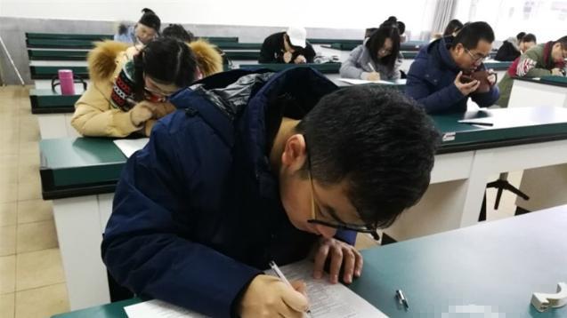 这所学校圆了学生的梦,老师也要集体期末考,考题比学生难多了!