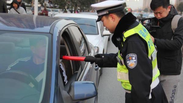 """喝了""""隔夜酒""""第二天早上能开车吗郑州交警权威解释来了"""