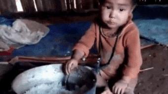大山里的孩子无人照看, 做什么都靠自己, 吃顿饭都只是白米饭而已