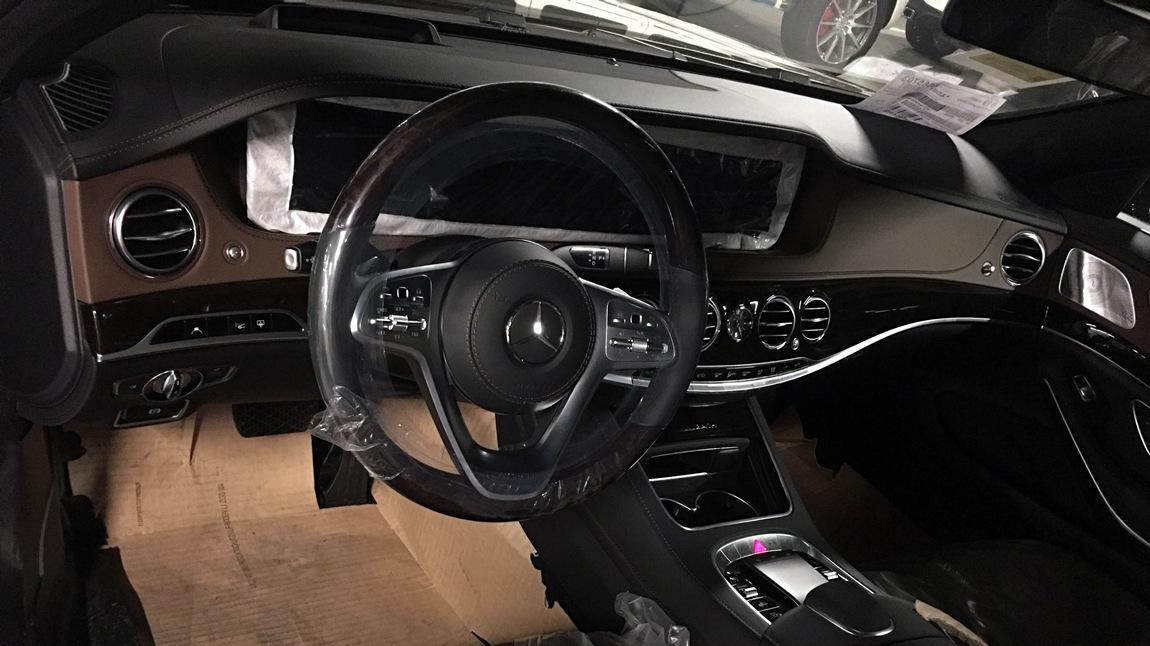 2019款迈巴赫奔驰S450实拍:它是一台气势恢宏的行政轿车