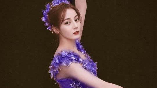 当热巴换上4种颜色的芭蕾舞裙,手势亮了,现代版巴啦啦小魔仙