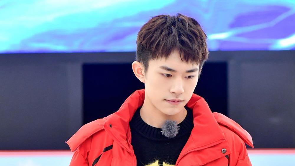 易烊千玺在节目中读粉丝给李成言的信,让粉丝们想起以前的他