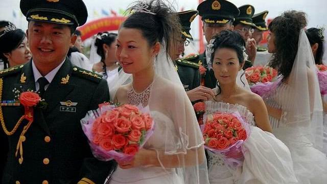 军队中,男军人的妻子叫军嫂,女军人的伴侣叫什么?