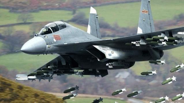 """中国空军歼16战斗机为何被称为""""炸弹卡车""""?"""