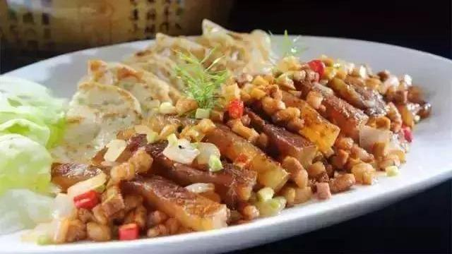 菜谱:家常豆腐煲,避风塘北极虾,脆臊干烧海参