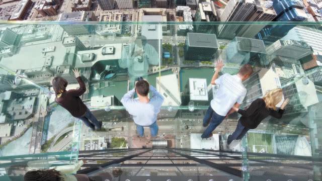 世界上一座94层高楼,在上面做高空体验,比玻璃栈道还有难度!