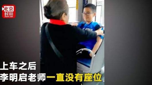 偶遇明星要不要让座?倪萍地铁无人让座,经纪人发文引网友热议