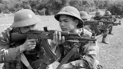 """中越战争: """"一泡屎""""暴露潜伏踪迹, 越军特工小队被解放军歼灭!"""