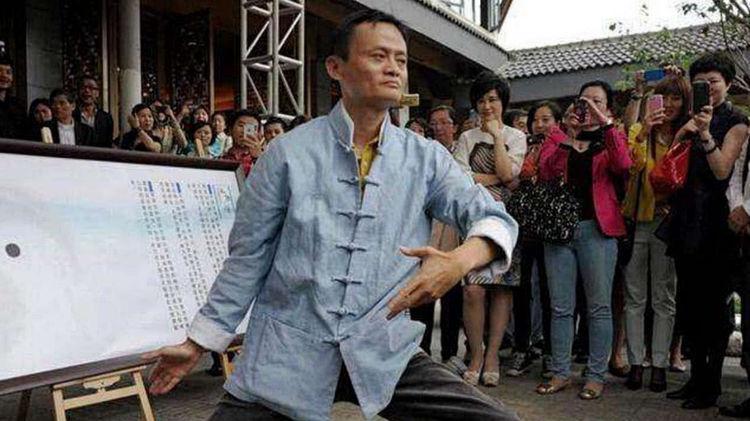 马云的鞋、刘强东的鞋、王健林的鞋,看清价格后,差距太大!