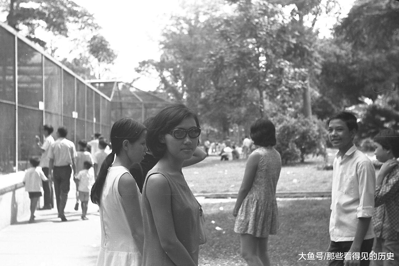 那時候的越南還處於分裂狀態,越南南方屬於越南共和國,又被稱為南越。西貢正是南越的首都,這西貢的妹子好時髦。
