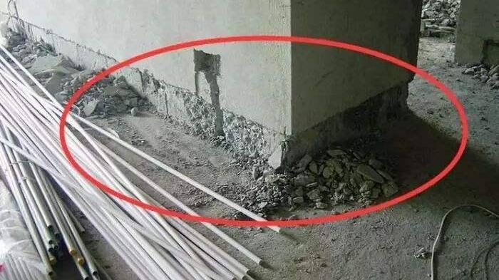 去了外地才发现,电线不埋墙里了,瞅瞅人家怎么弄,拍下来学学
