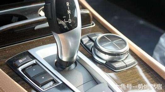 自动挡车子怎样降低油耗?老司机教你这样开,每月能省出一箱油