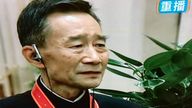 老戏骨不识小鲜肉被逼道歉,蔡徐坤粉丝网暴潘长江,再次被央视点名批评