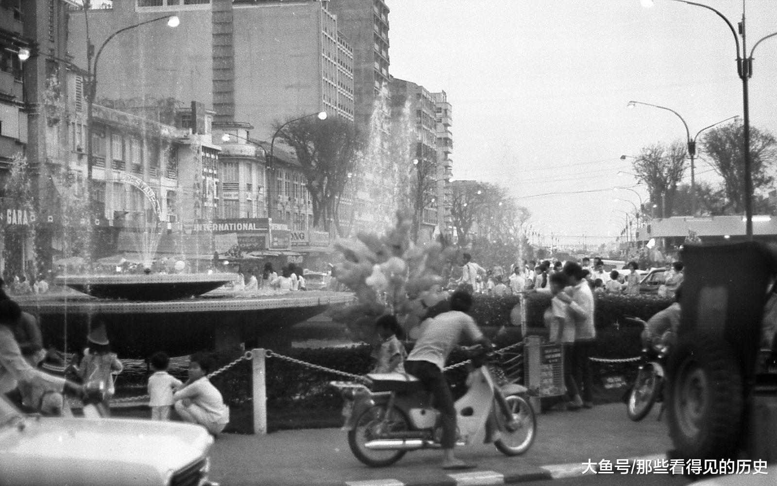 南越政府是受美國支持的,這些幾十年前的照片,正是一個美國大兵Carl Nielsen所拍攝。