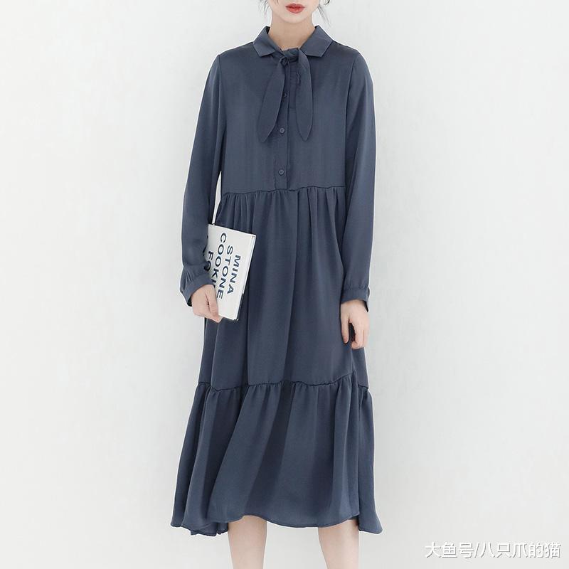 连衣裙典范年夜方,莫名的归纳出艳丽感动。