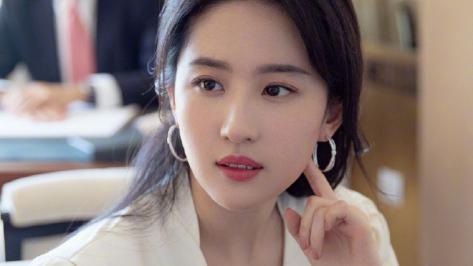 刘亦菲在生活中的几个神仙场景,好美,好温柔!