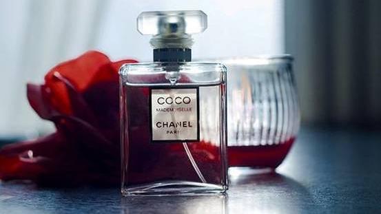 精致的女孩必备香水,这些你不知道的香水小知识!