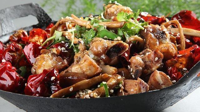 美食推荐:蚝油韭菜豆芽,干烧明虾球,蛋花腊肉,茶树菇烧鸡的做法