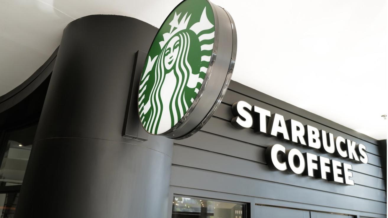 新茶饮续写咖啡故事,瑞幸烧百亿都没能攻占的市场,它们能行吗?