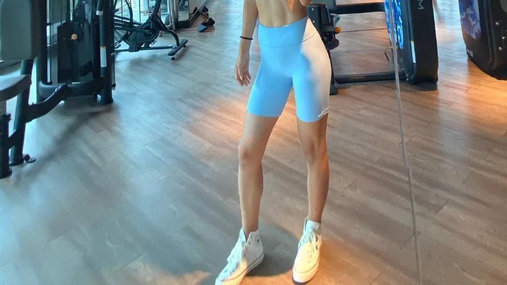 175cm健身女神大秀好身材,玲珑曲线获奖比基尼冠军,太羡慕