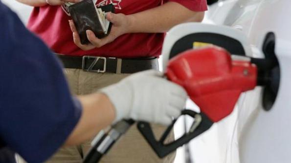 油价大暴跌!8月4日,原油又跌破地板价,92、95号汽油价格