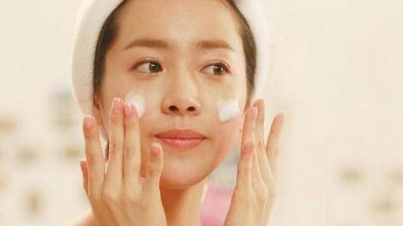护肤什么时候用精华液 平价补水保湿精华清单