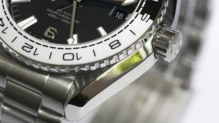 非黑即白-复刻表欧米茄海马600太极圈深度评测