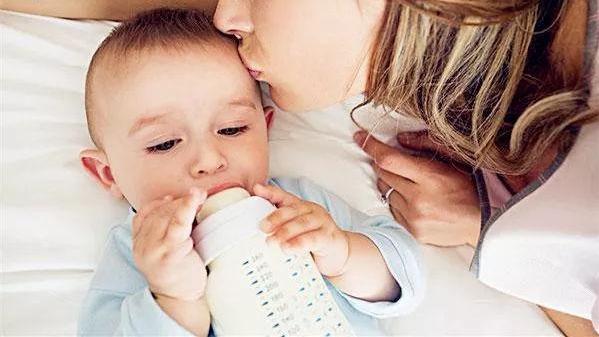 母乳+奶粉如何混合喂养新生儿?别让你的无知害了你的孩子