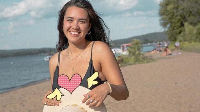 钟丽缇大女儿海边游,泳衣配短裤小麦肌肤健康美,丰腴身材不输妈