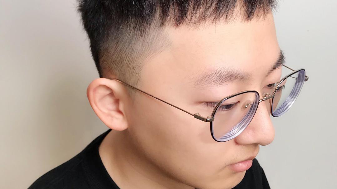 """当下""""最火男士发型""""19款,蓬松时尚显精神,帅气的男生都在剪"""