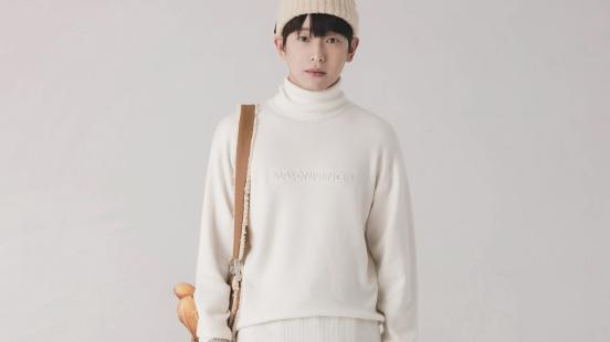 彭昱畅日系男友穿搭太标准啦!高领毛衣配牛仔,像个奶奶的小学弟
