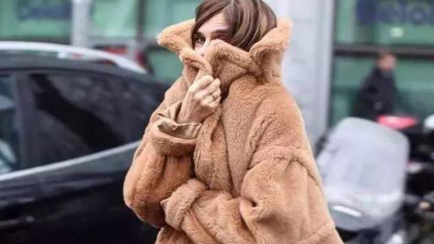"""今年一种大衣叫""""泰迪衣"""",时髦百搭还保暖,小个子也爱了呢"""
