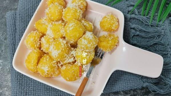 红薯不煮粥了,给孩子制作零食小吃,香甜可口,一口一个吃得香
