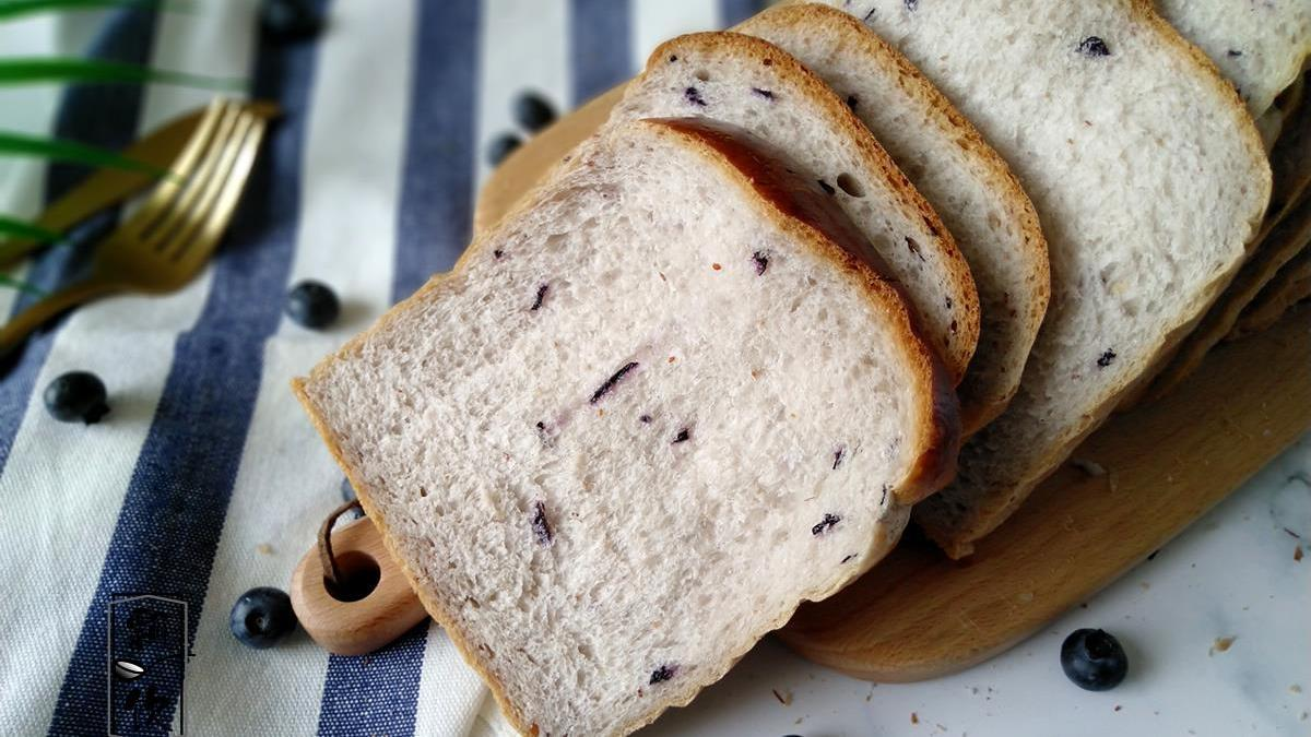 做面包,加入这一果料,面包软绵,揉搓折叠,依然柔软如初,真好