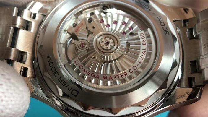 VS厂欧米茄海马300熊猫盘复刻手表对比评测视频