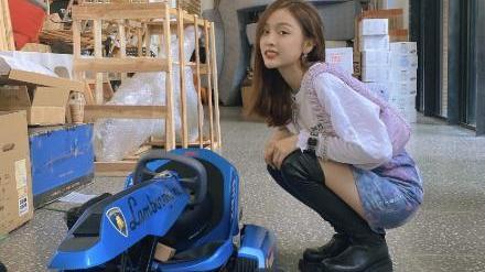 """吴宣仪这腿简直逆天!穿上黑色长靴""""镜头蹲"""",女生看了都羡慕"""