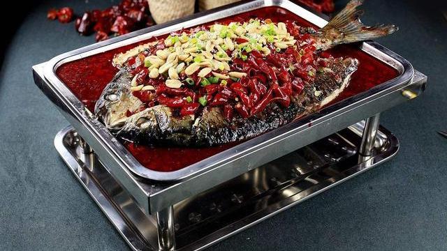 自制香辣烤鱼,烤鱼跟新鲜蔬菜是绝配
