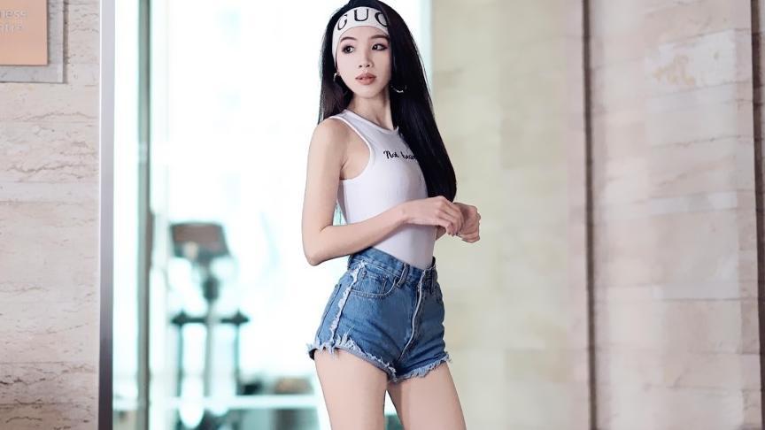 """曼谷健身美人 清秀脸""""蜜桃臀""""运动套装轻松""""瘦""""出A5腰"""