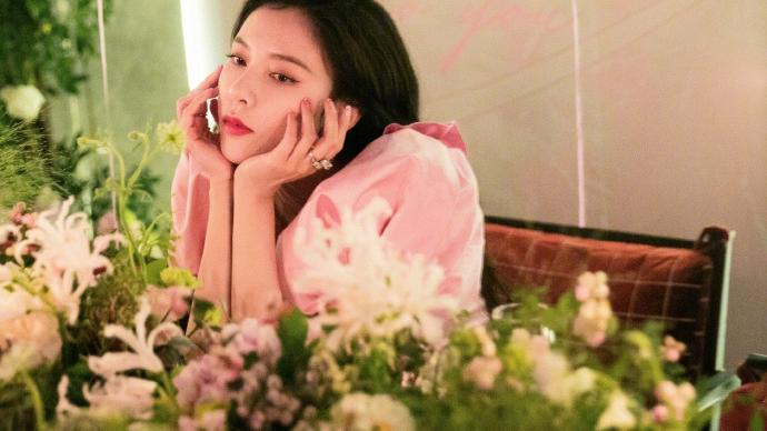宋妍霏生日派对,身着粉色连衣裙,不仅是美丽,而且非常励志