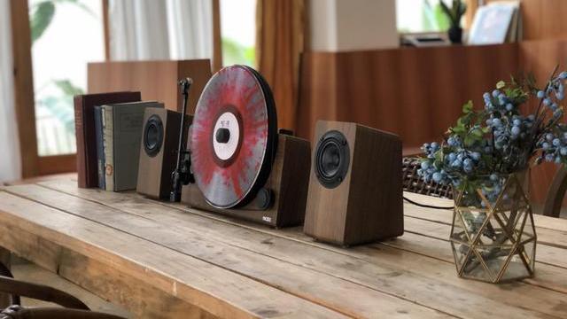 梵尼诗&JASMINE联合设计:MOREⅡ立式分体黑胶唱机评测报告