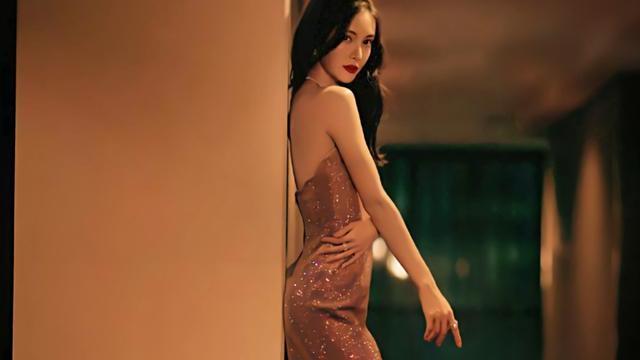 金晨美出新高度,粉钻礼裙优雅大气,私服穿搭更是简约又时尚