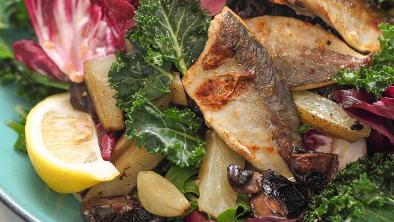 酸甜可口的竹荚鱼沙拉,日本风味的酱料,颜色鲜艳口感清爽