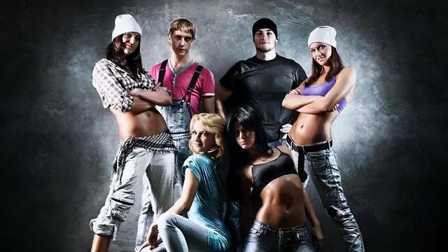 嘻哈有道,高街有情,6款冬季男女同款嘻哈棉服外套搭配示范