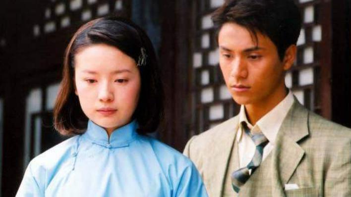 陈坤儿子不知不觉已18岁,长相浮现母亲基因,像谁大家认得出来吗