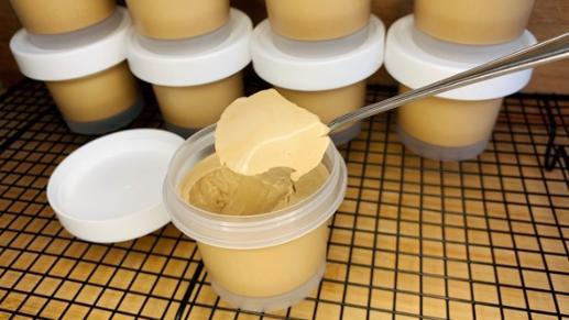 《 海姨甜品讲解课》:奶茶布丁,要让淡奶油与煮好的奶茶充分混合