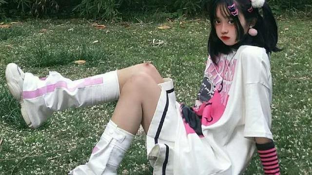 女生原宿风搭配,今夏最流行的简约穿搭示范,让你美爆这个夏天!