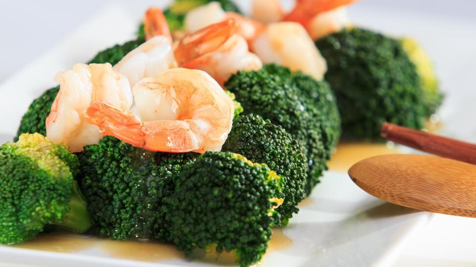 西兰花炒虾仁,营养丰富口感软嫩,低脂美味可做减肥餐和便当菜