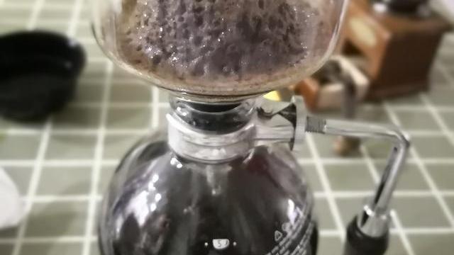 咖啡豆手动研磨好还是机器研磨好?